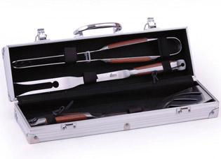 Набор инструментов для барбекю Sunday 4 пр в чемодане Fissman 1013Кухонные аксессуары<br><br>